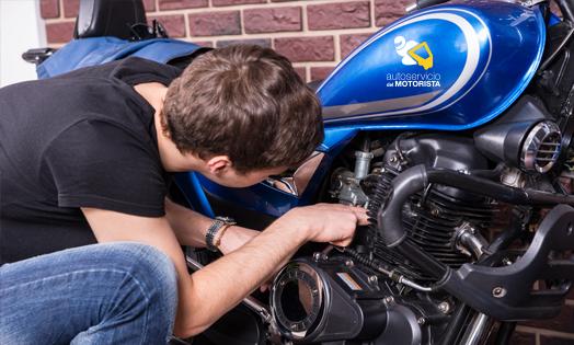 Llega el verano: aprende cómo adaptar tu moto para disfrutarlo al máximo