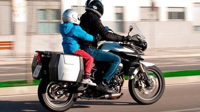 ¿Niños en moto?